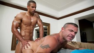 GAYWIRE – Beefcake Masseuse Trace Michaels Butters Robert Axel's Bread